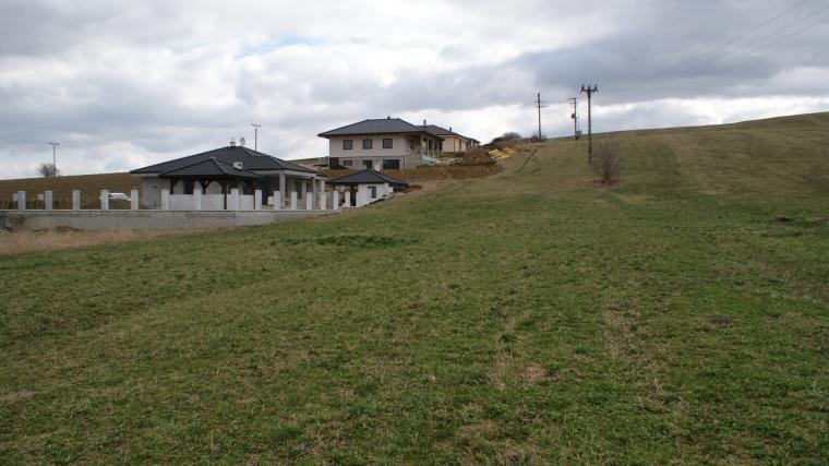 Stavebný pozemok o výmere 1404m2, Ludrová