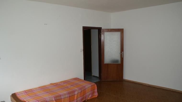 2-izbový byt s loggiou v pôvodnom stave, ul.Veterná