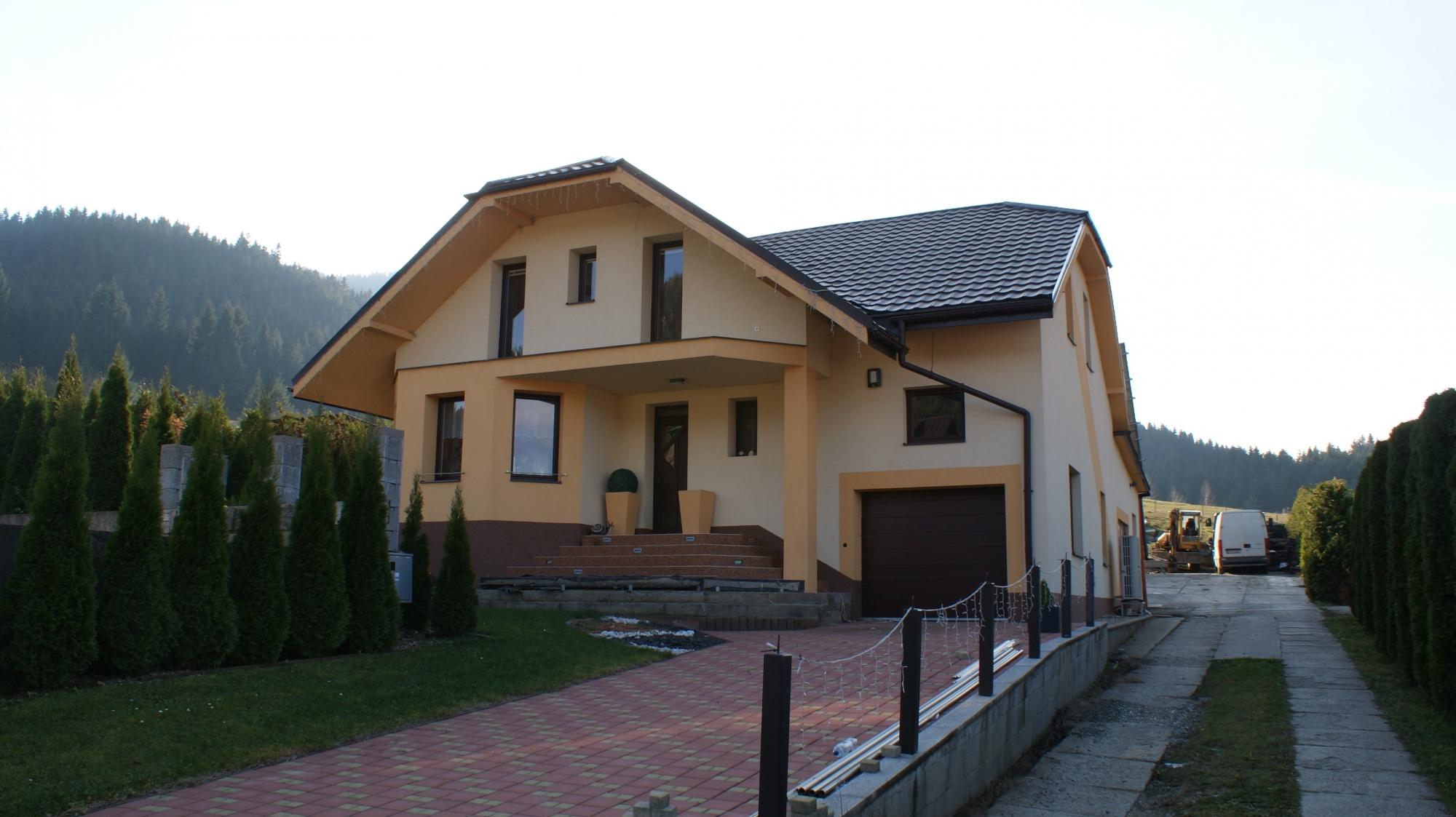 Nadštandardný rodinný dom, Komjatná
