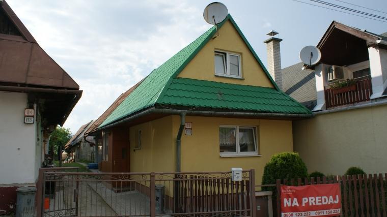 Zrekonštruovaná drevenička so záhradkou, Ružomberok - Černová