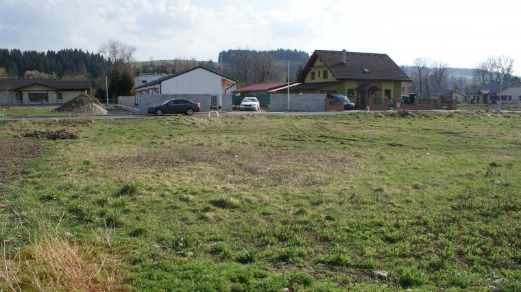 Stavebný pozemok o výmere 644m2, Bešeňová