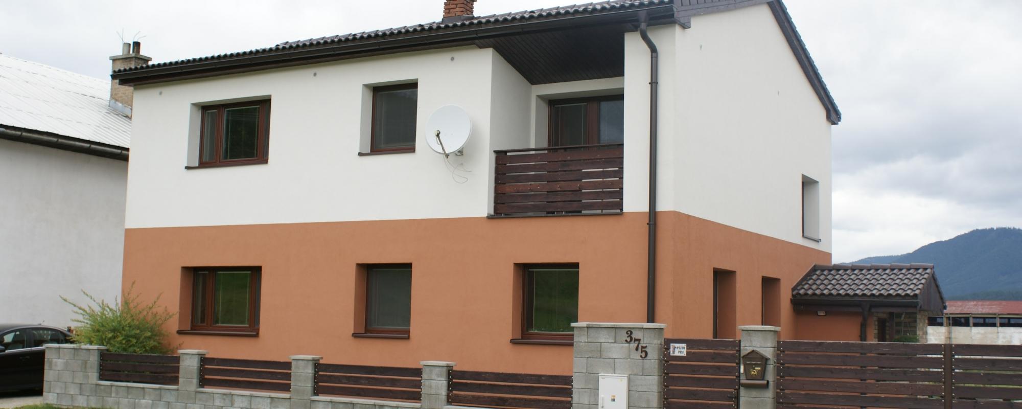 Zrekonštruovaný rodinný dom na rovinatom pozemku, Ludrová