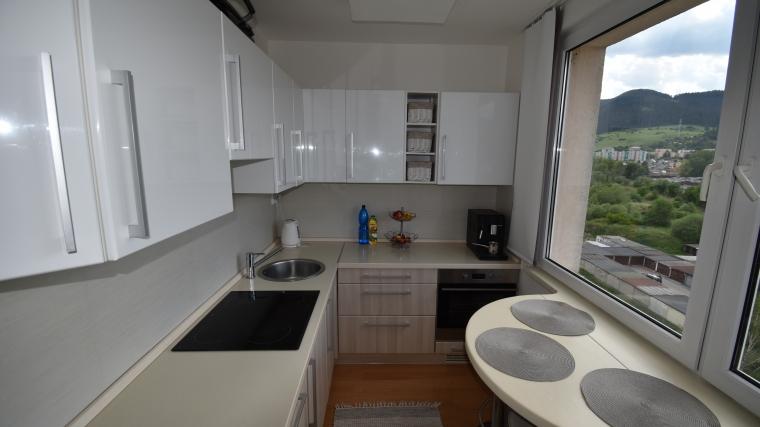 Zrekonštruovaný 2-izbový byt s krásnym výhľadom, ul.Za Dráhou