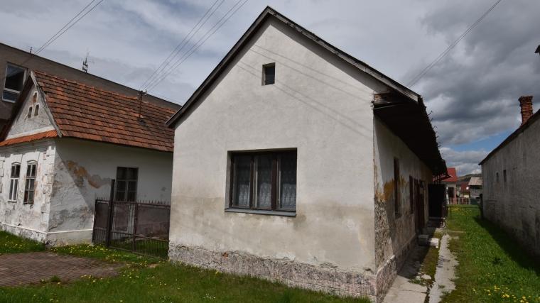 Starší rodinný dom so stavebným pozemkom, Ružomberok - Biely Potok