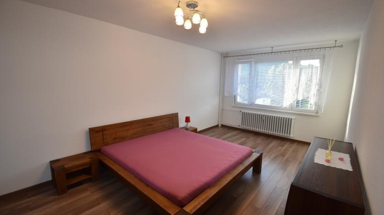 Zrekonštruovaný 2-izbový byt so zariadením v centre Ružomberka, nabr.M.R.Štefánika