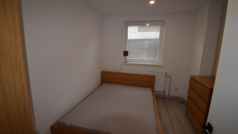 Prenájom zrekonštruovaného 2-izbového bytu v rodinnom dome, Likavka