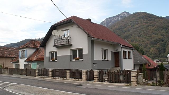 Dva rodinné domy vhodné aj na komerčné využitie, Rojkov