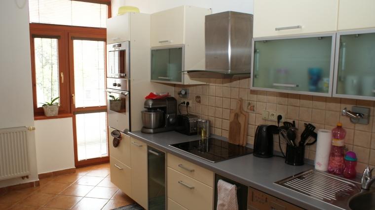 Zrekonštruovaný 2-izbový byt v tehlovom obytnom dome, ul.Dončova