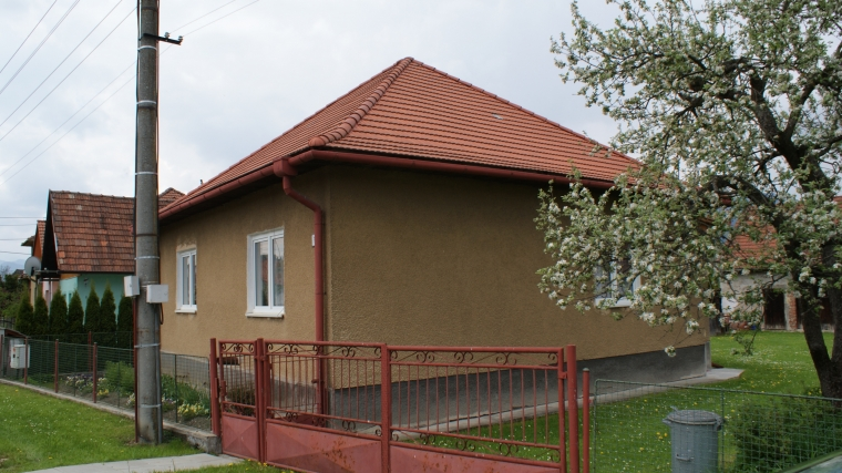 Rodinný dom s veľkou záhradou, Ivachnová