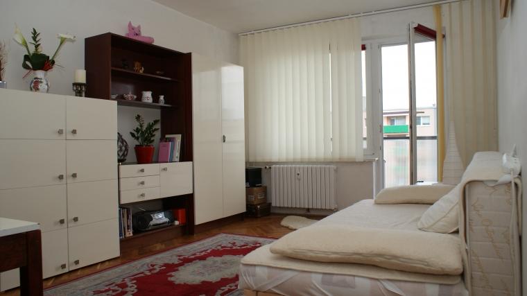 Priestranný 2-izbový byt po čiastočnej rekonštrukcii, ul.Papiernická