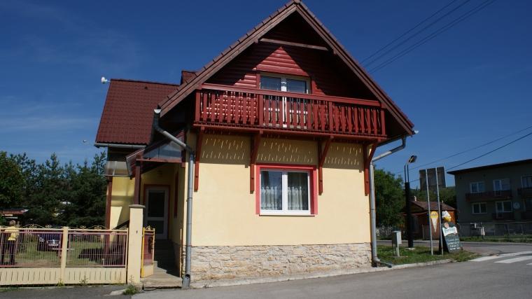 Zrekonštruovaný rodinný dom v centre Bešeňovej
