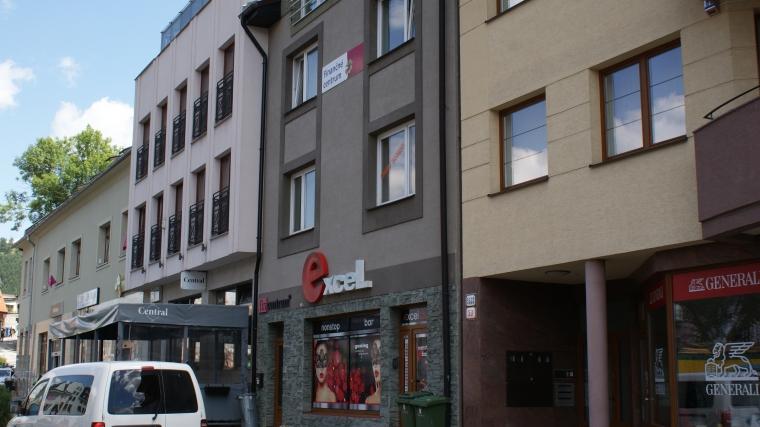 4-izbový byt v novostavbe polyfunkčného domu - centrum mesta